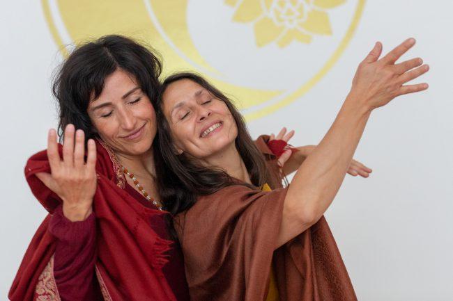 Monika Mazur und Mara Ohm tanzen
