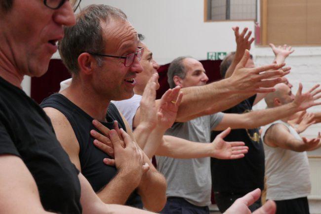 Männer die mit Freude singen