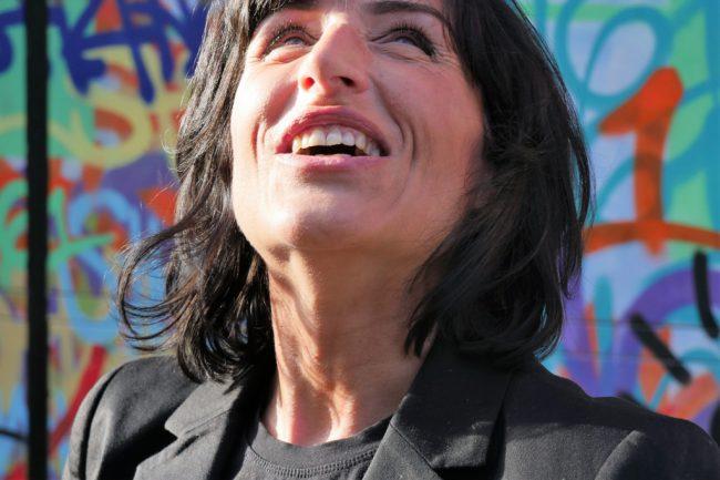 Monika Mazur lacht